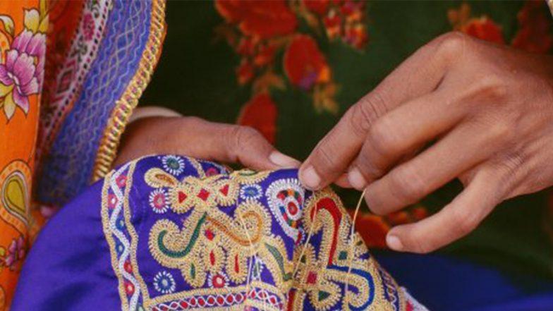 Business Ideas: कम पढ़ी-लिखी महिलाएं भी कपड़ों पर कढ़ाई कर कमा सकती हैं अच्छा मुनाफा, ऐसे शुरू करें अपना बिजनेस