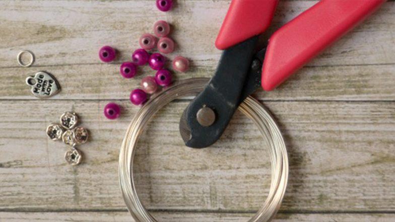 Artificial Jewellery Business: महिलाएं कम लागत में शुरू करें आर्टिफिशियल ज्वेलरी का बिजनेस, घर बैठे भी हो सकती है बंपर कमाई