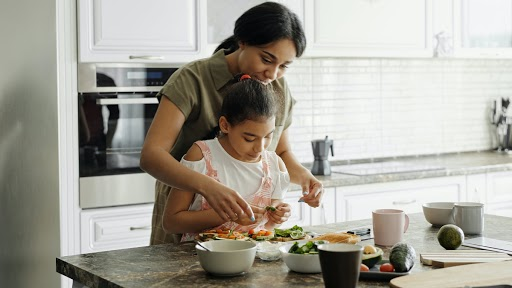 4 Startup Ideas That Housewives and Moms at Home Can Consider and Earn a Good Amount